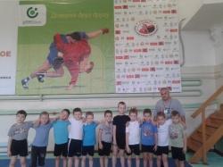 младшая группа в новом зале тренер Максимов А.Г.